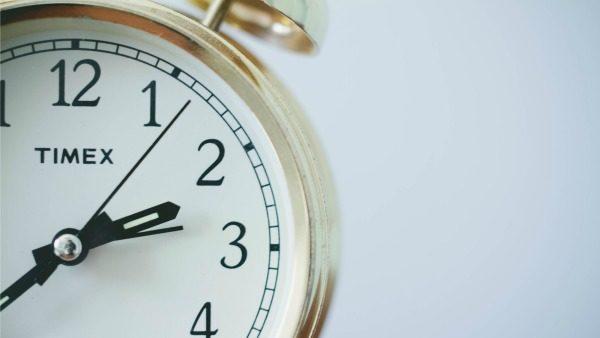 clock close-sup.